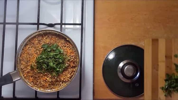 Для приготовления блюда добавьте зелень