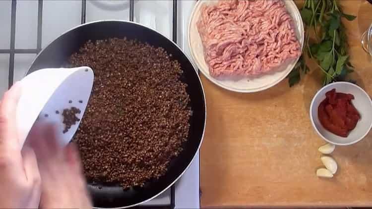Для приготовления блюда подготовьте гречку