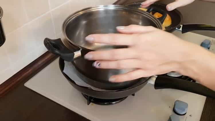 Для приготовления соуса приготовьте пресс