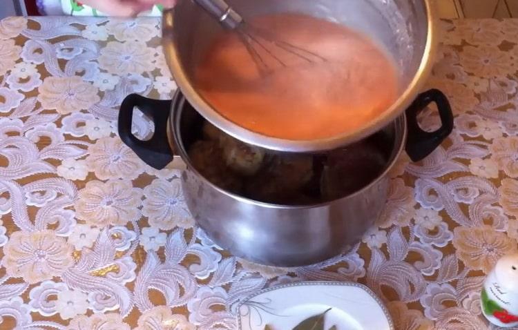 Для приготовления голубцов приготовьте соус