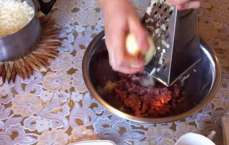 Для приготовления голубцов подготовьте ингредиенты