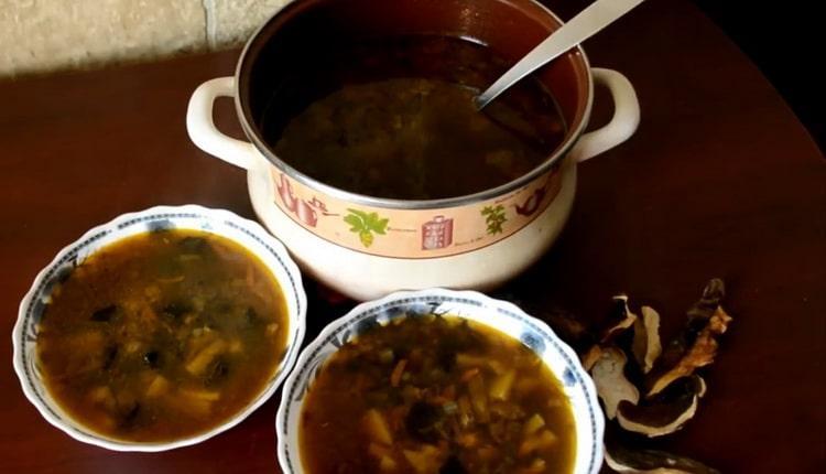 суп грибной из сушеных грибов с перловкой готов
