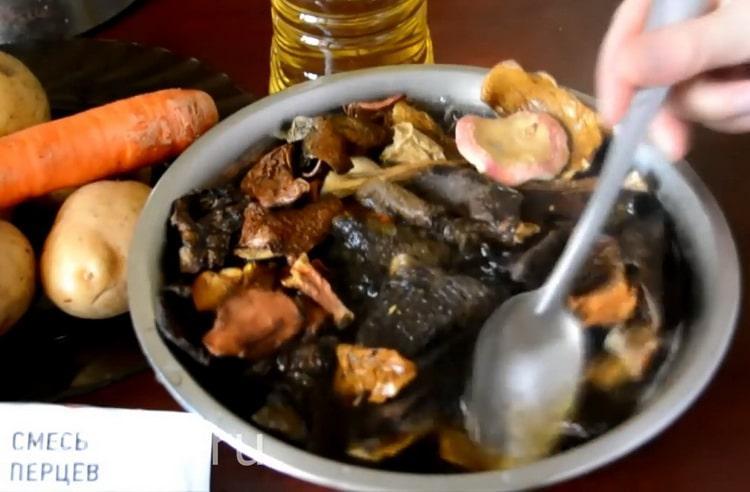 Готовим суп грибной из сушеных грибов с перловкой