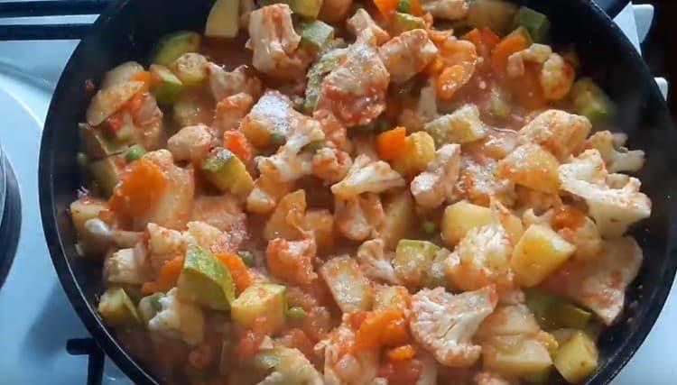 Под конец приготовления солим блюд по вкусу.
