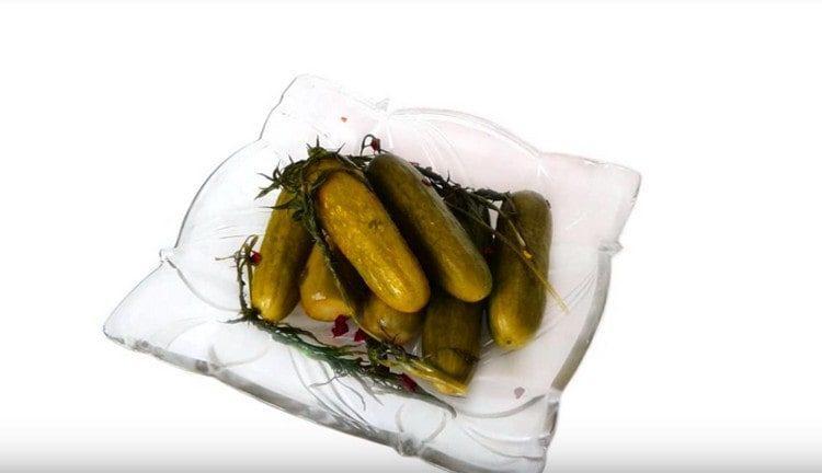 Такие пикули из огурцов можно готовить на зиму.