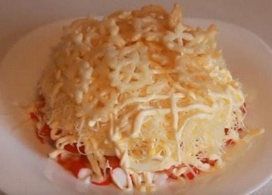 Как научиться готовить вкусный простой салат с крабовыми палочками 🦀