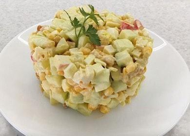 Как научиться готовить вкусный салат с крабовыми палочками и сухариками 🥗