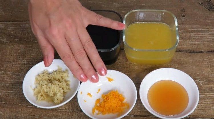 на терке трем цедру апельсина и имбирь.