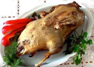 Сочная утка в рукаве в духовке: простой пошаговый рецепт с фото.