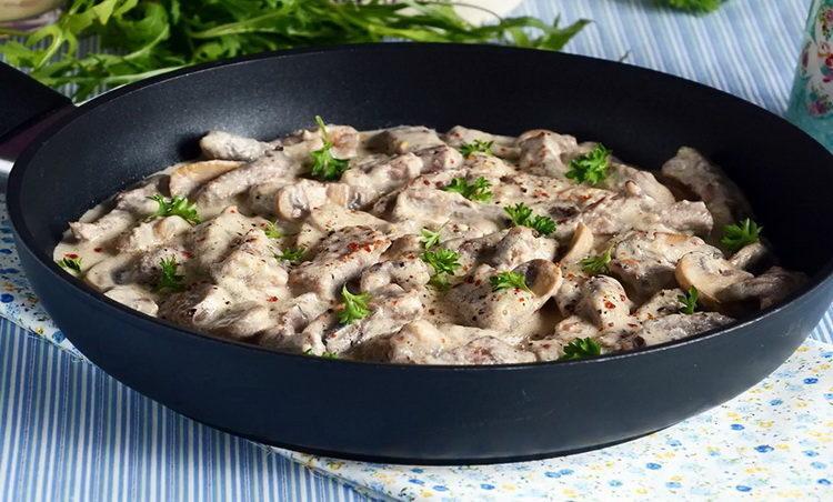 Вкусный бефстроганов с грибами - готовим дома