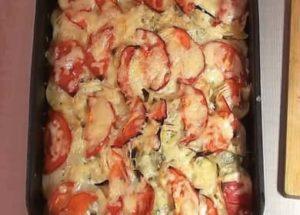 Мясо по-французски с картошкой и помидорами по пошаговому рецепту с фото