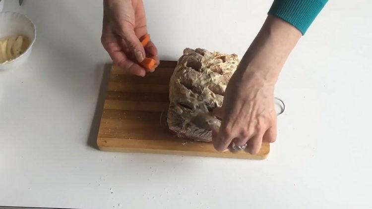 Для приготовления блюда добавьте морковь