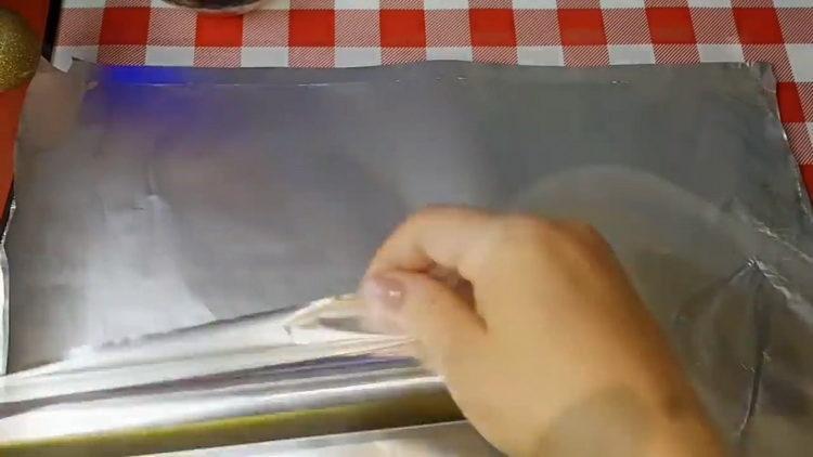буженина из свинины в духовке подготовьте фольгу