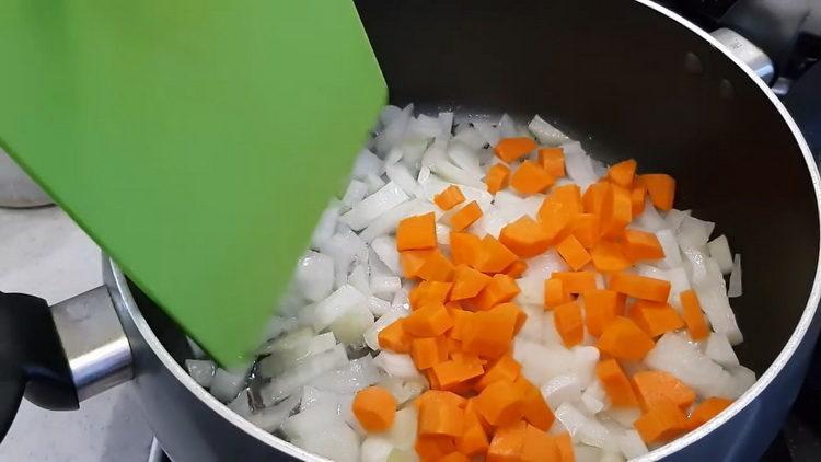 Необычная кабачковая икра с морковью и майонезом