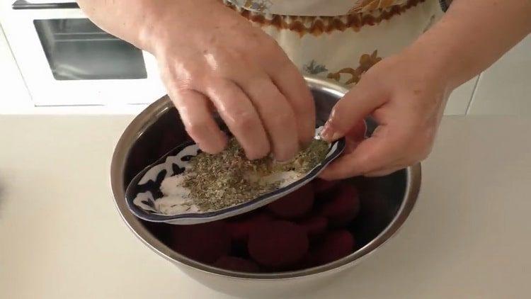 Как запекать свеклу в духовке в фольге для гарниров и салатов