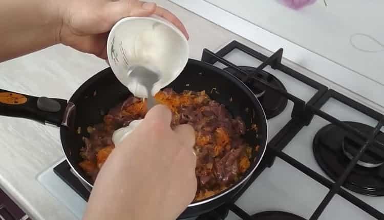 куриная печень в сметане добавьте сметану
