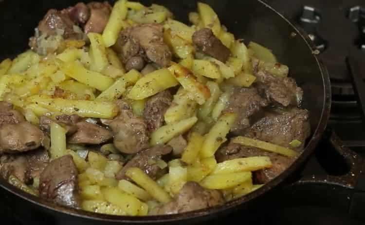 Для приготовления блюда добавьте соль и перец