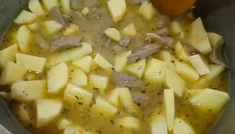 Для приготовления блюда добавьте воду