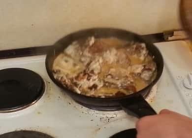 Как научиться готовить вкусную печень говяжью жареную с луком по простому рецепту 🥘