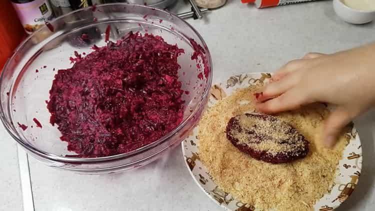 Для приготовления блюда приготовьте сухари