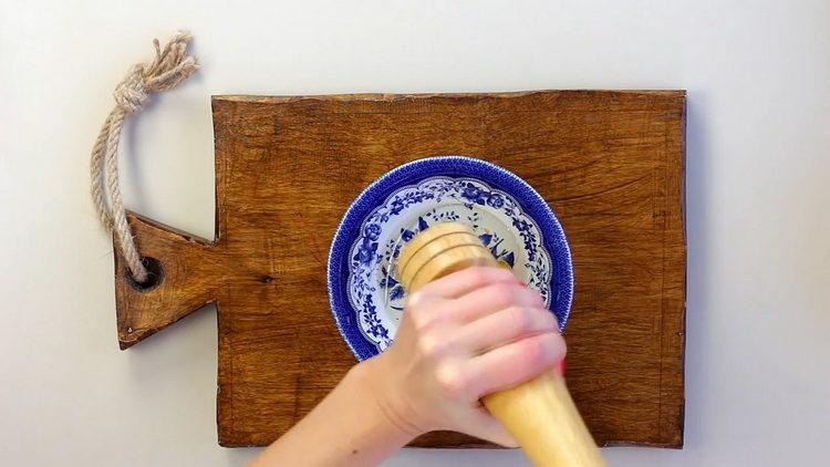 Для приготовления блюда приготовьте заправку
