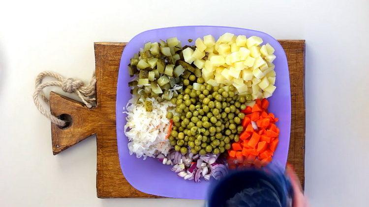 Для приготовления блюда добавьте горошек