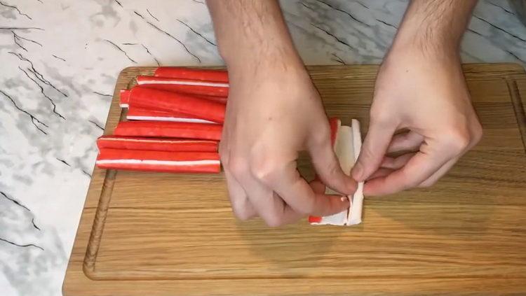 Для приготовления блюда подготовьте палочки