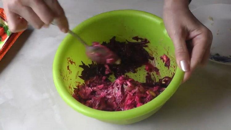 Для приготовления блюда добавьте майонез