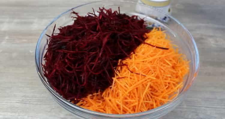 Готовим салат из сырой свеклы и моркови