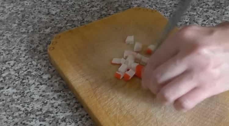 Готовим салат крабовые палочки кукуруза яйца