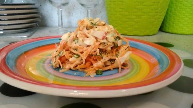 Салат с корейской морковкой и крабовыми палочками: пошаговый рецепт с фото