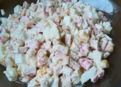 Как научиться готовить вкусный салат с крабовыми палочками и яблоком 🍎