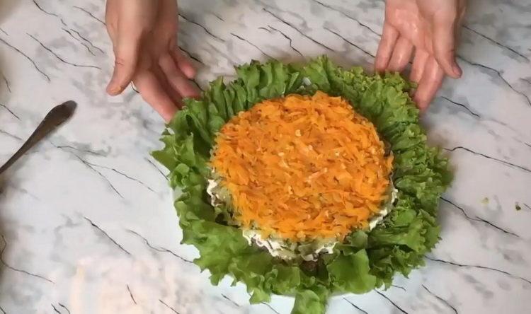 Для приготовления блюда выложите ингредиенты слоями