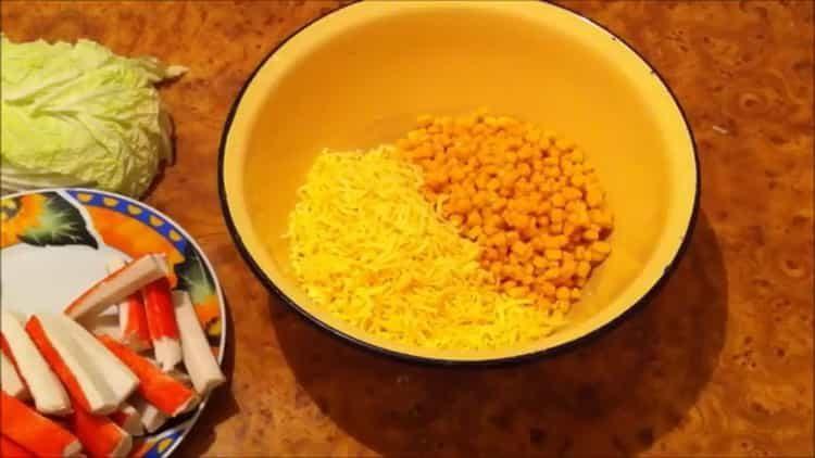 Готовим салат с пекинской капустой и крабовыми палочками