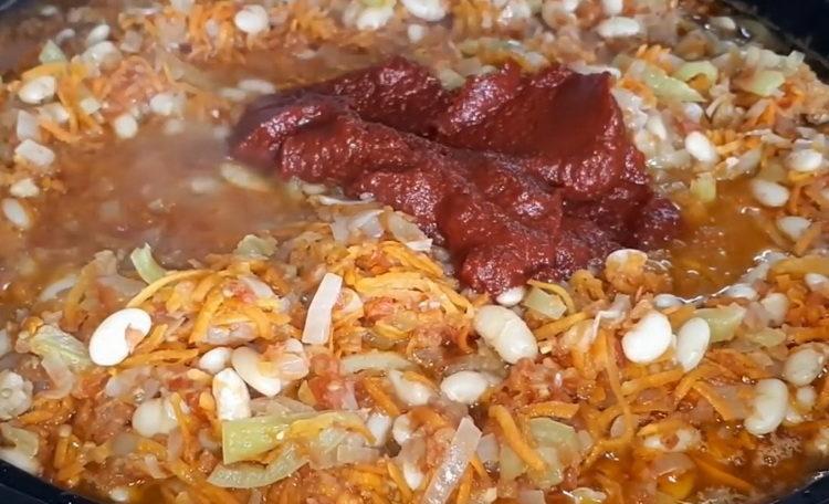 Для приготовления блюда добавьте томатной пасты