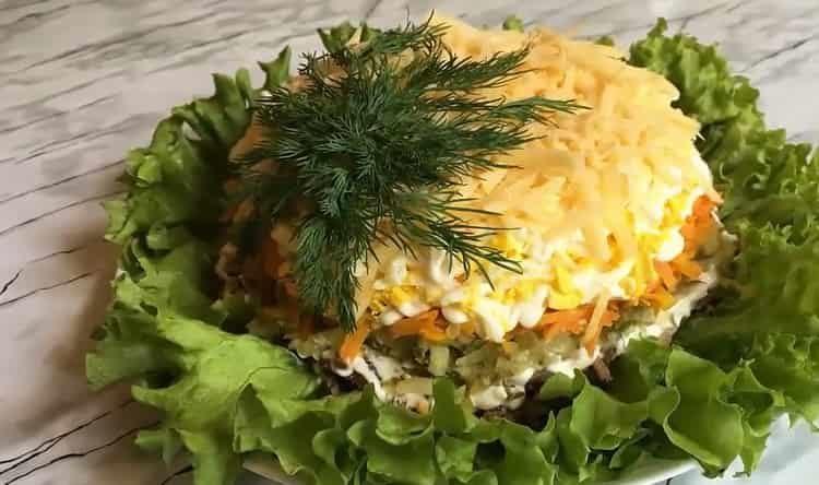Очень нежный салат с куриной печенью и солеными огурцами