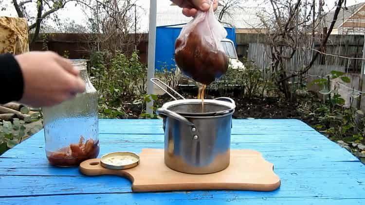 Для приготовления блюда уберите сливы