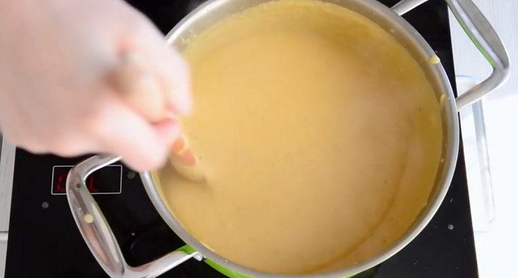 суп с цветной капустой и картошкой готов