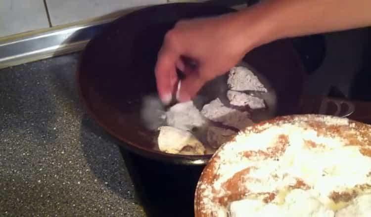 Для приготовления блюда приготовьте панировку