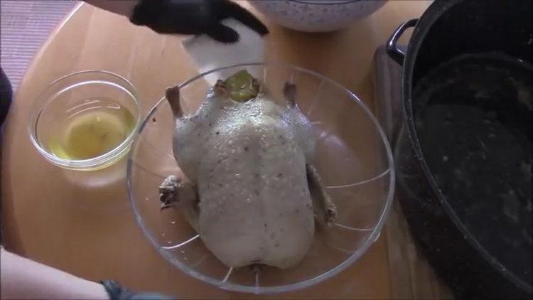 Для приготовления блюда замаринуйте ингредиенты