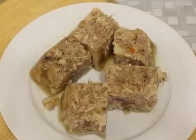 Как научиться готовить вкусный холодец из свиных ножек и курицы по простому рецепту 🥣