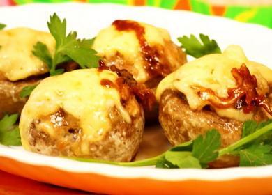 Шампиньоны, фаршированные курицей и сыром в духовке по пошаговому рецепту с фото 🧀