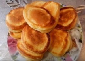 Готовим вкусные и пышные оладьи на кислом молоке по пошаговому рецепту с фото.