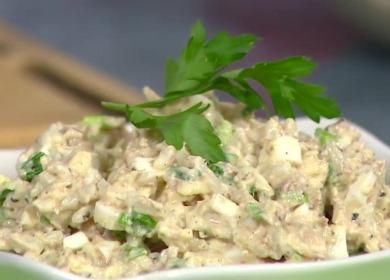 Простой и вкусный салат 🥝 из рыбных консервов