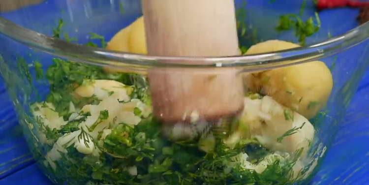 отправляем к зелене картошку