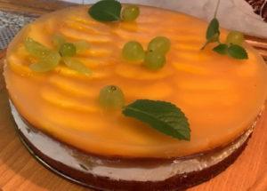 Простой пошаговый рецепт приготовления вкусного торта с творожным кремом и желе с фото. Состав ингредиентов, калорийность, инвентарь и утварь, видеорецепт