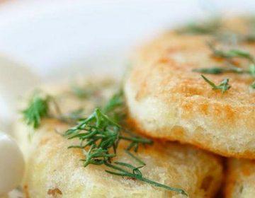 Как приготовить нежные зразы из картофеля с петрушкой и баклажанами?