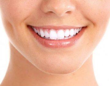 Как эффективно отбелить зубы